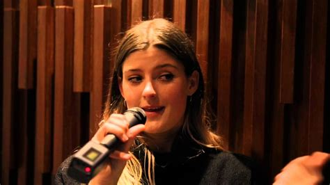 Watch: Swedish Soul Singer LÉON Wows Guests in The
