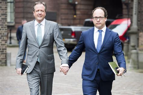 Dutch men across the world hold hands to support attacked