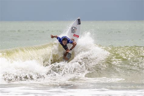 Shortboard Showdown on Day One of REnextop Asian Surfing
