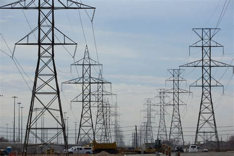Hydro One sale won't be like Highway 407, experts say