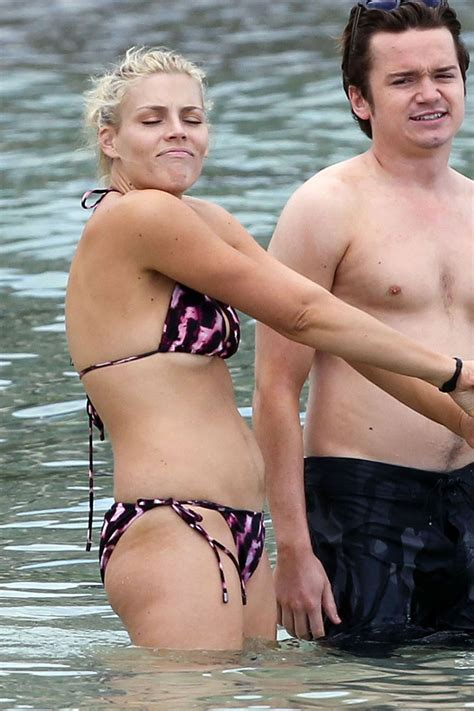>BUSY PHILLIPS SHOW OFF HER CURVES | Celebrity fashionista