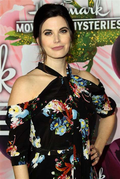 Meghan Ory Hot Pictures, Bikini And Fashion Style (49