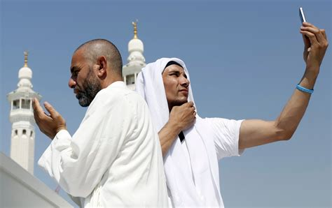 Hajj Selfie fever sweeps through Mecca after cell phone